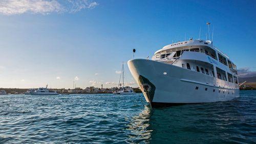 Yolita II Galapagos Cruise+Flights