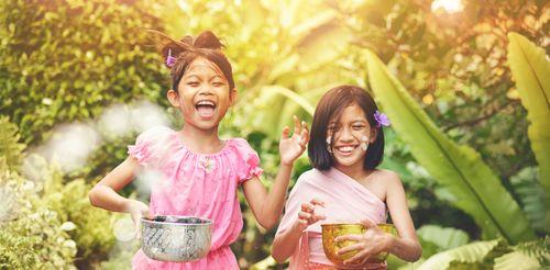 smiling thai girls songkran header