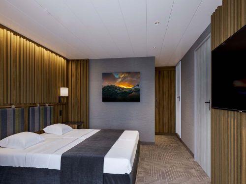 Ultramarine owners suite