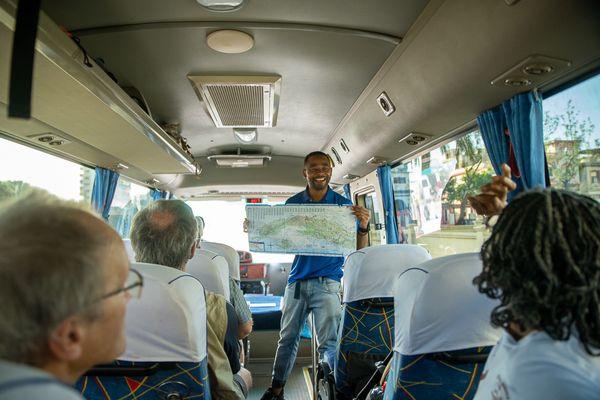 Julio guide cuba bus