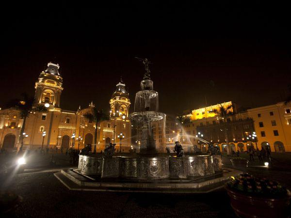 Cuzco main square by night fountain