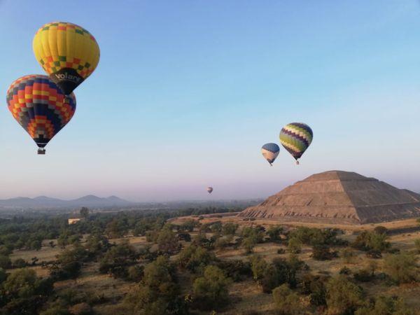Vol en montgolfière au-dessus des ruines de Teotihuacan