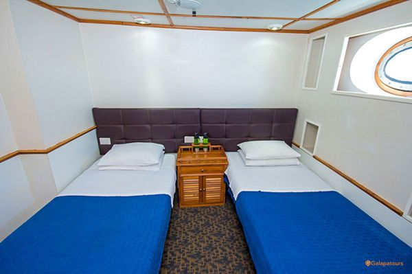 Tip Top IV Galapagos Cruise+Flights