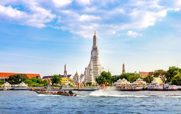 Banner Thailand Wat Arun Temple of Dawn