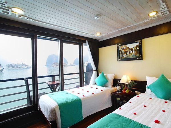 Garden Bay Cruise Ship