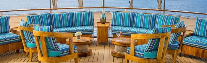Filter media for: A selection of the best First Class ships in Galapagos page